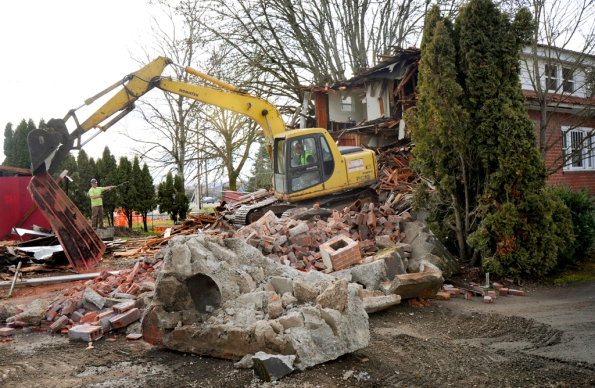 Andy Cripe, Photography, Photojournalism. Corvallis, demolition.